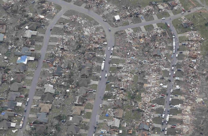 Moore After The Tornado (24 pics)