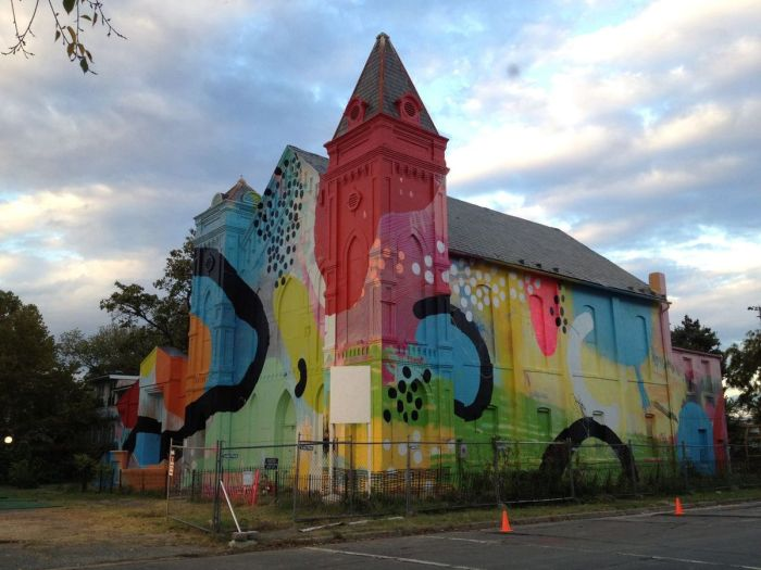 Graffiti Church (17 pics)