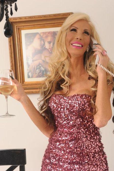 Man Turns Himself into Barbie Girl (35 pics)