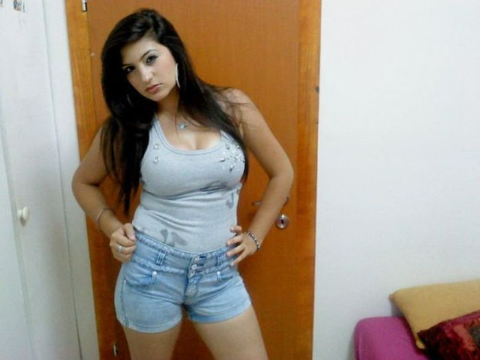 Facebook Photos of Arab Girls (26 pics)