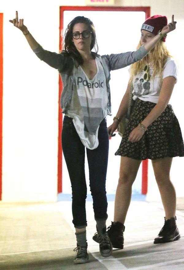 Kristen Stewart vs Paparazzi (7 pics)