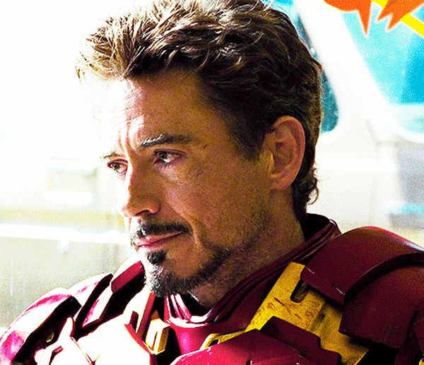 Robert Downey, Jr. GIFs (50 gifs)