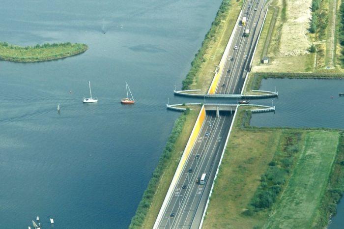 Aqueduct Veluwemeer (8 pics)