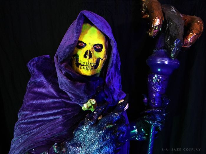 & Black Light Glowing Skeletor Costume (15 pics)