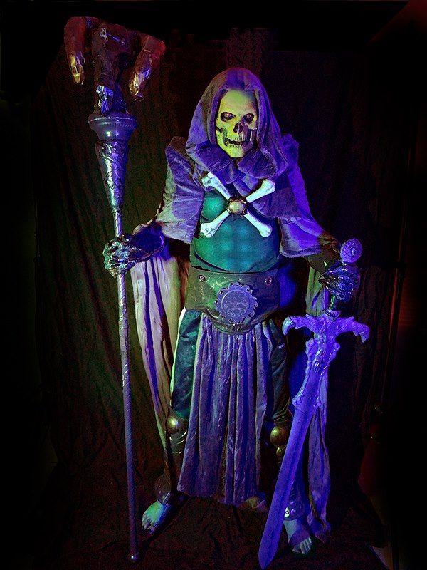 Black Light Glowing Skeletor Costume (15 pics)
