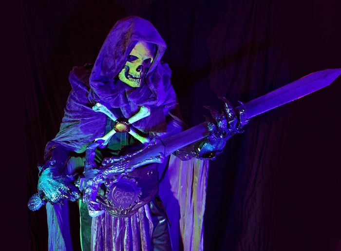 Black Light Glowing Skeletor Costume (15 pics)