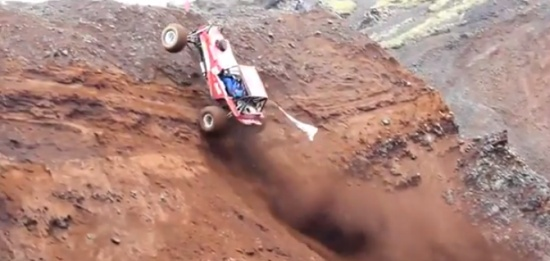 Off Road Monsters Fighting With Gravity