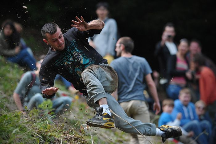 Gloucestershire Cheese Rolling 2013 (16 pics)