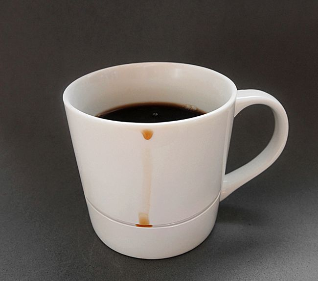 Coffee Mug That Keeps Your Table Clean (4 pics)