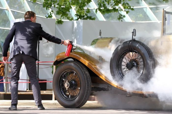 1929 Bentley Almost Kills Ferrari Enzo (10 pics)