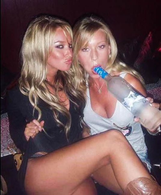 Drunk Girls Have Fun (40 pics)