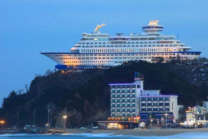 Sun Cruise Hotel (9 pics)