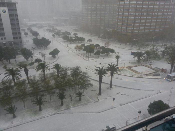 Snow in Cape Town (11 pics)
