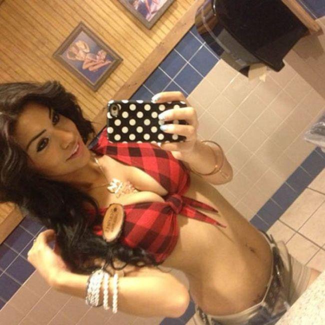 Sexy Waitresses (34 pics)