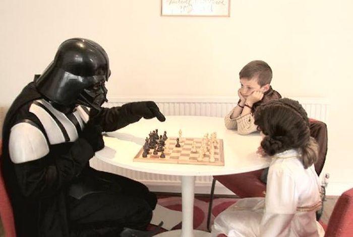 The Geekiest Parents Ever (21 pics)