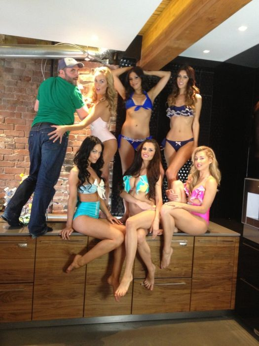 Behind the Scene of a Photo Shooting (52 pics)