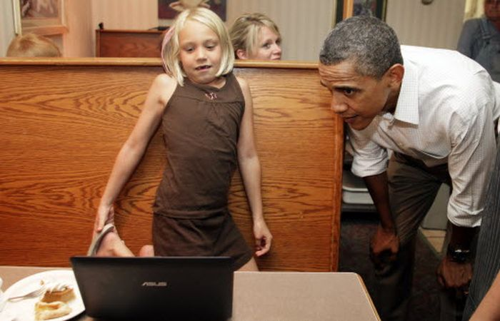 Obama Is Checking Your Email (34 pics)
