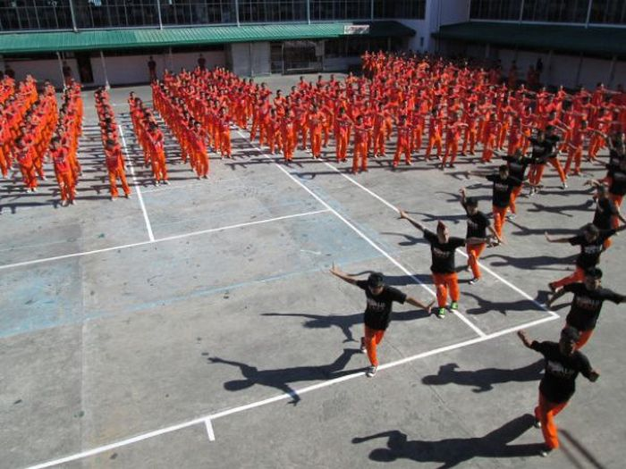 Prison Dance (20 pics + video)