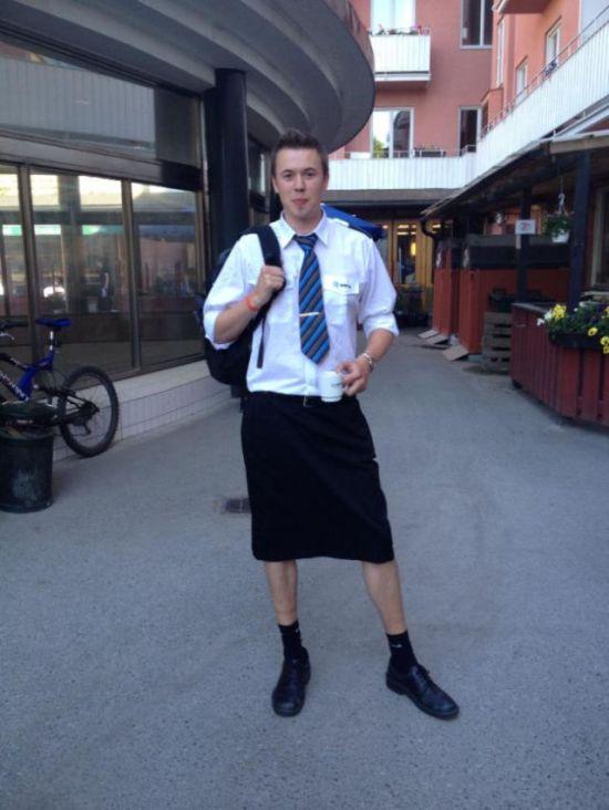 Swedish Train Drivers Wearing Skirts (4 pics)