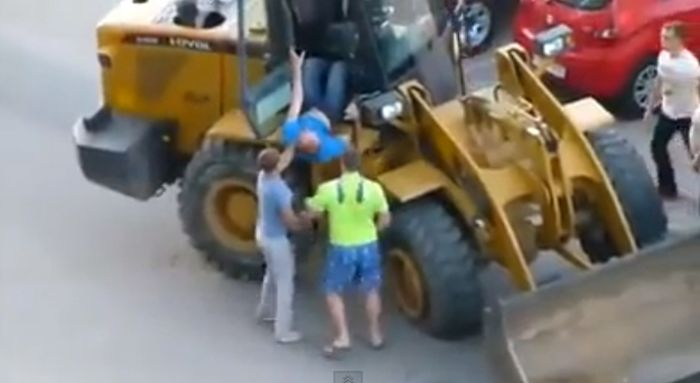 Drunk JCB Driver (3 pics + video)