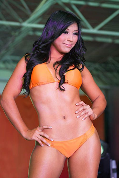 2013 Hooters Swimsuit Pageant (59 pics)