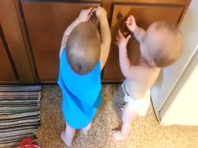 Funny Conversation of Two Babies