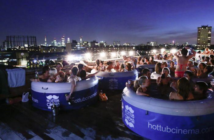 Hot Tub Cinema (20 pics)