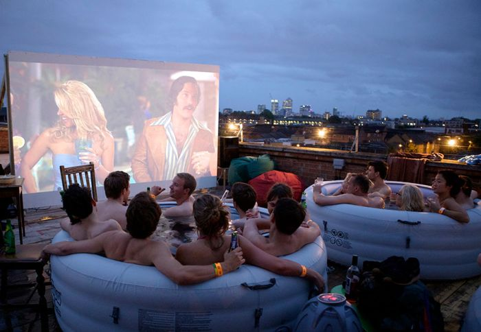Hot Tub Cinema (20 pics)