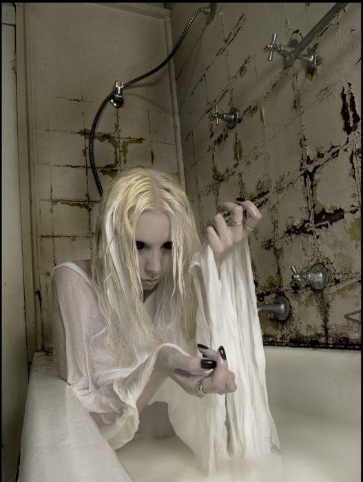 Bizarre And Creepy Photography (51 pics)