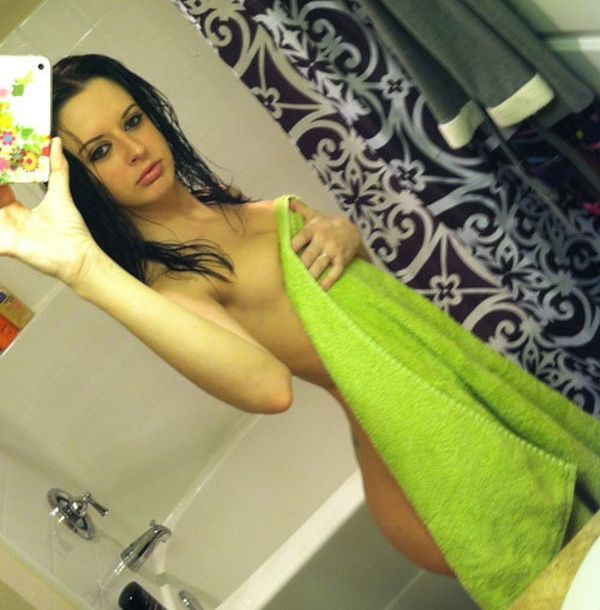 Girls in Towels (23 pics)