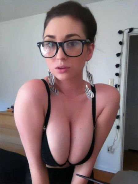 Beautiful Nerd Girls (50 pics)