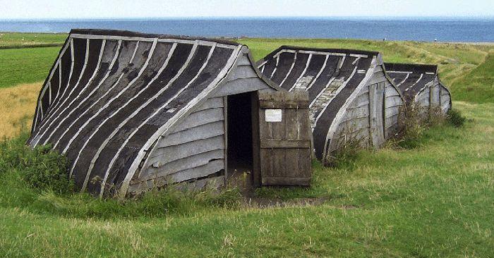 Homes Built Inside Old Ships (31 pics)