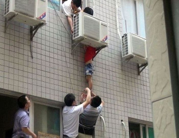 Saved by an Air Conditioner (6 pics)