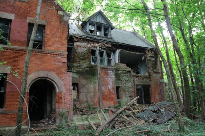 North Brother Island (20 pics)