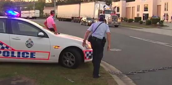 Police vs MINI Cooper