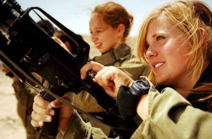 The Most Beautiful Female Army Soldiers 20 Pics-8165