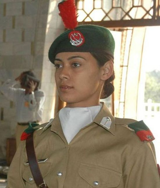 The Most Beautiful Female Army Soldiers (20 pics)