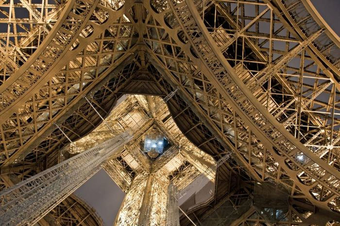 The Eiffel Tower from Different Perspectives (21 pics)