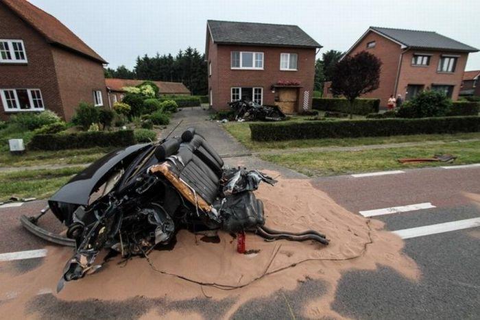 Audi S8 Crash (11 pics)
