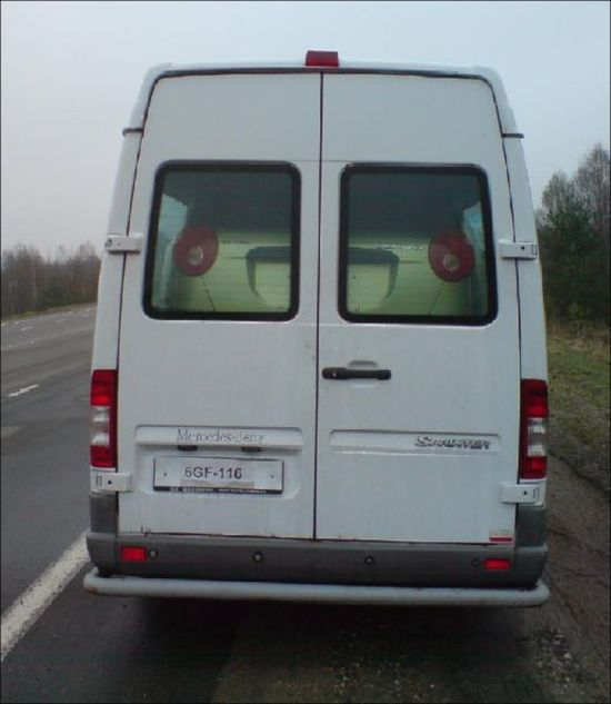 What Is Inside This Van? (4 pics)