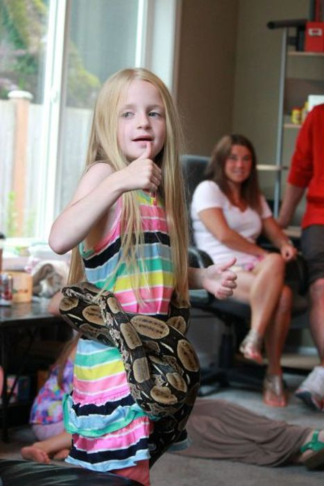 Reptiles at Children's Party (26 pics)