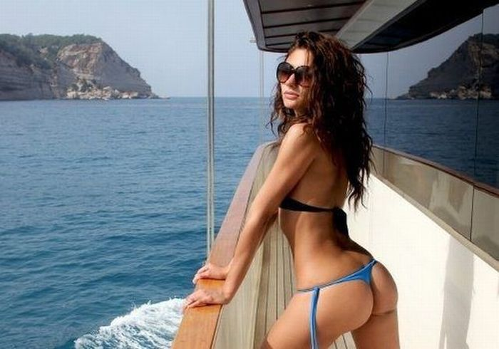 Girls Who Look Great from Behind (60 pics)