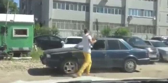 Angry Driver Takes Revenge (4 pics + video)