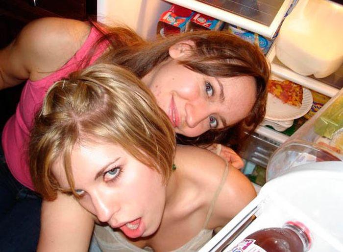 Hot Girls And Fridges (63 pics)
