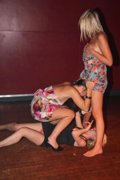 Drunk Girls Party Hard (58 pics)