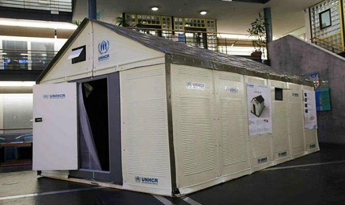 Flat Pack Refugee Shelters (11 pics)
