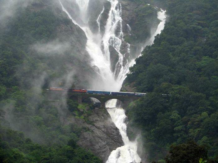 Railroad Bridge Near Dudhsagar Falls (6 pics)