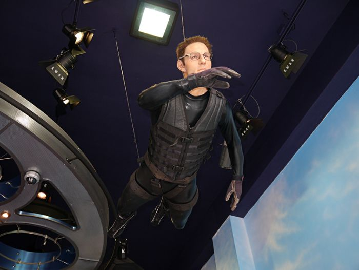 A Visitor Is Disappointed With a Wax Museum (27 pics)