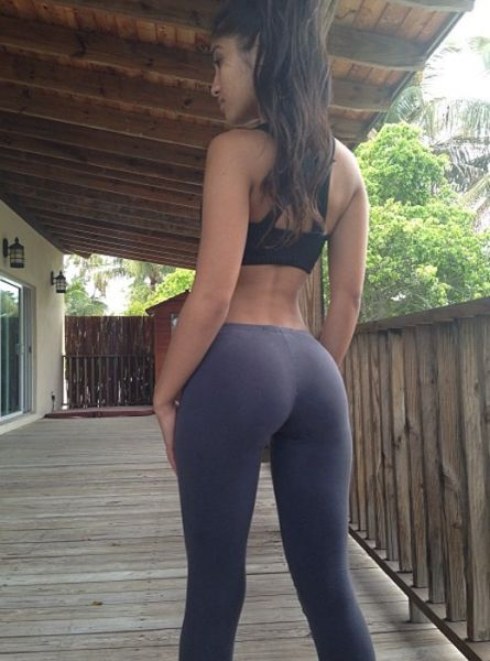 Sexy Girls In Yoga Pants 52 Pics