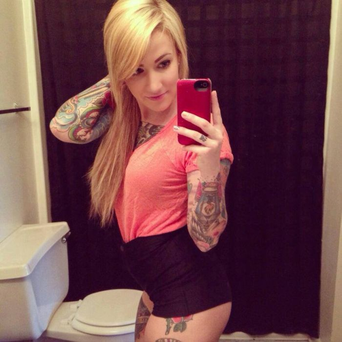 Beautiful Tattoo Girls (43 pics)